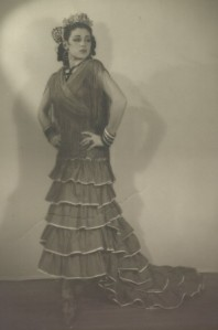 Inesita in her first Bata de Cola (colin) 1939