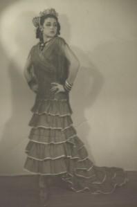 Inesita in her first Bata de Cola (colin) 1939