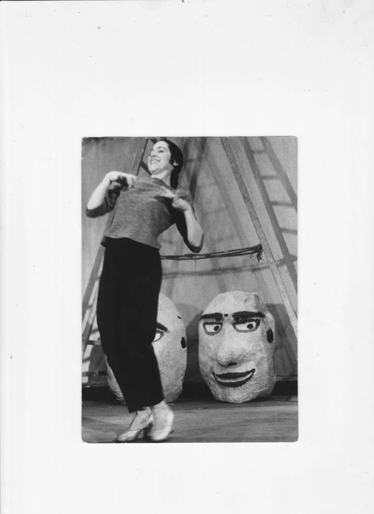 Inesita rehearsing in Paris with Cabezudos in background 1959